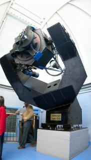 Telescopi Joan Oró: Foto-composició on podem veure la totalitat del Telescopi Joan Oró, amb un mirall primari de 80cm de diàmetre.